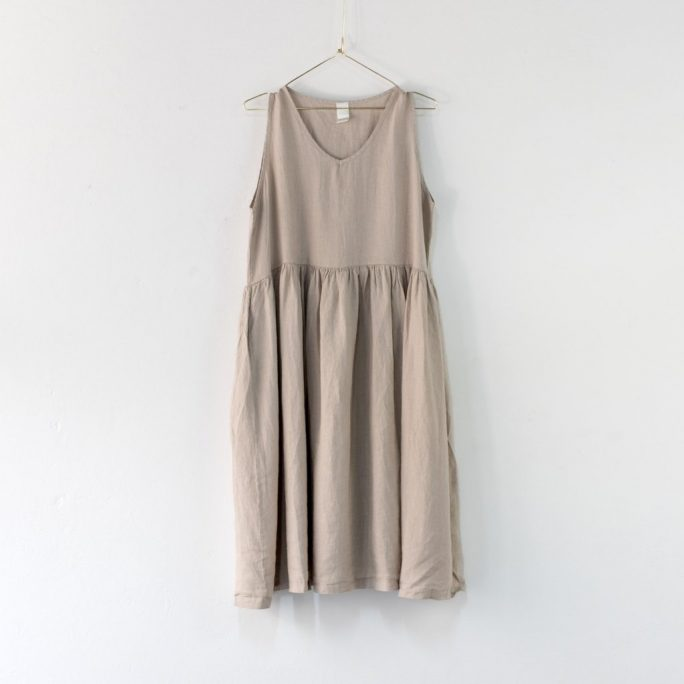 Fun Italian linen sleeveless dress with a V-neck, gathered above the waist dress-101-phoebe-05-natural