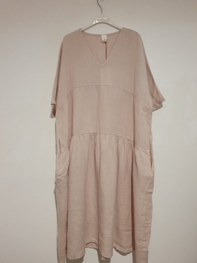 The Brie Italian linen dress with V neck is the simplest yet most stylish summer dress just right for every occasion – flattering, feminine. dress-102-brie-02-rose