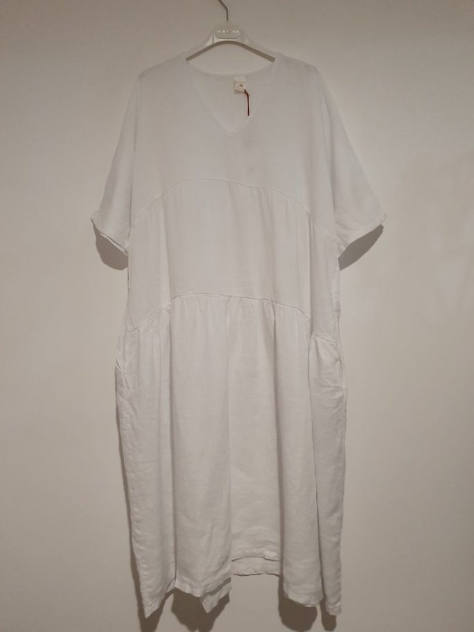 The Brie Italian linen dress with V neck is the simplest yet most stylish summer dress just right for every occasion – flattering, feminine. dress-102-brie-03-white