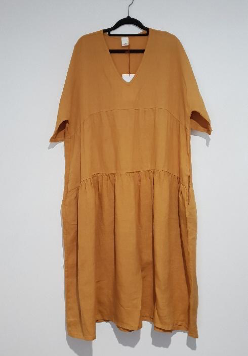 The Brie Italian linen dress with V neck is the simplest yet most stylish summer dress just right for every occasion – flattering, feminine. dress-102-brie-04-mustard