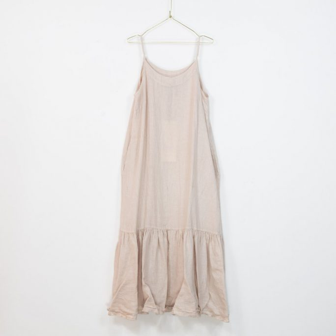 The Abigail dress is a great Italian linen maxi dress for those Xmas and New Year get togethers even small get togethers in these Covid times. dress-103-abigail-01-pink