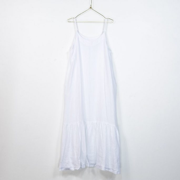 The Abigail dress is a great Italian linen maxi dress for those Xmas and New Year get togethers even small get togethers in these Covid times. dress-103-abigail-02-white