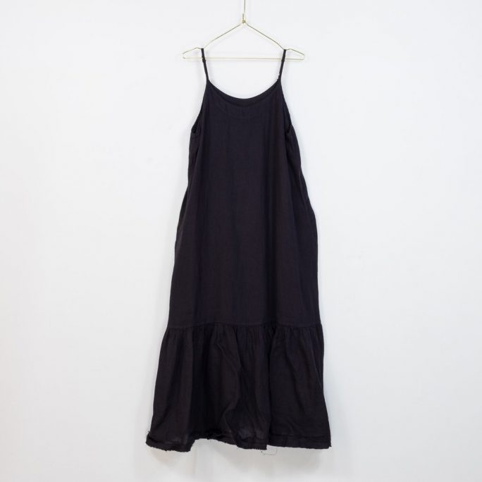 The Abigail dress is a great Italian linen maxi dress for those Xmas and New Year get togethers even small get togethers in these Covid times. dress-103-abigail-03-black