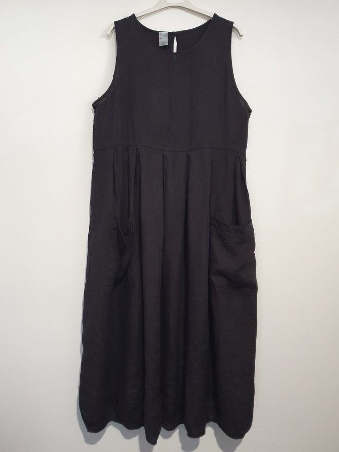 Fun Italian linen sleeveless dress with a round neck, gathered above the waist. dress-105-india-02-black
