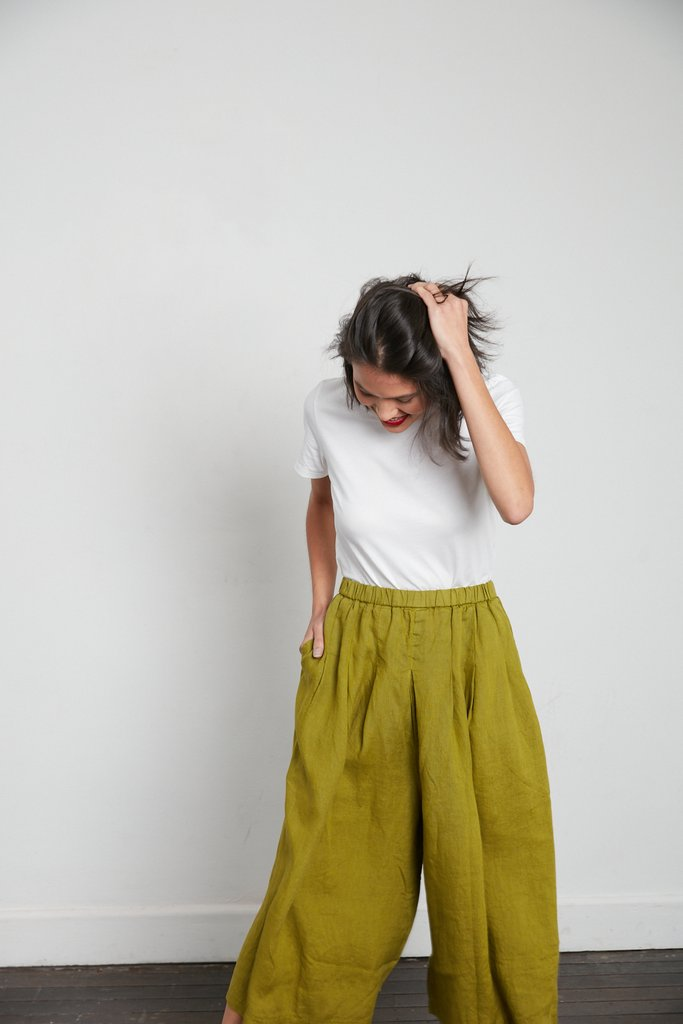 Stunning Italian Linen Culottes in the softest linen falling to look like a skirt. pants-101-carrie-01-acid-green