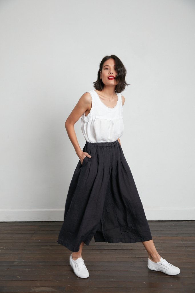 Stunning Italian Linen Culottes in the softest linen falling to look like a skirt. pants-101-carrie-02-black