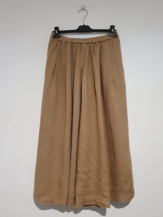 Stunning Italian Linen Culottes in the softest linen falling to look like a skirt. pants-101-carrie-03-caramel