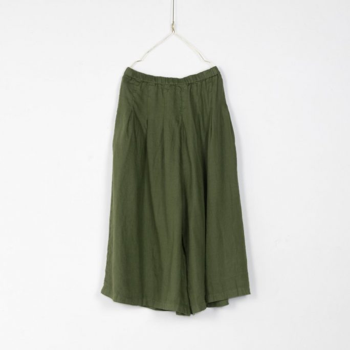 Stunning Italian Linen Culottes in the softest linen falling to look like a skirt. pants-101-carrie-04-forest-green