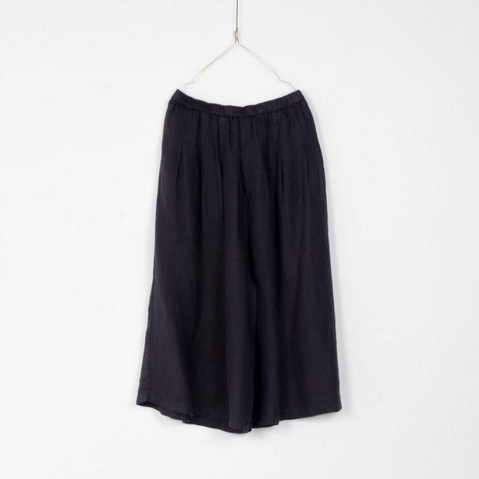 Stunning Italian Linen Culottes in the softest linen falling to look like a skirt. pants-101-carrie-05-french-navy