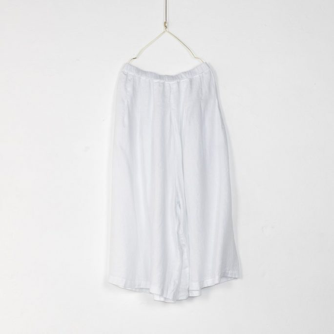 Stunning Italian Linen Culottes in the softest linen falling to look like a skirt. pants-101-carrie-10-white