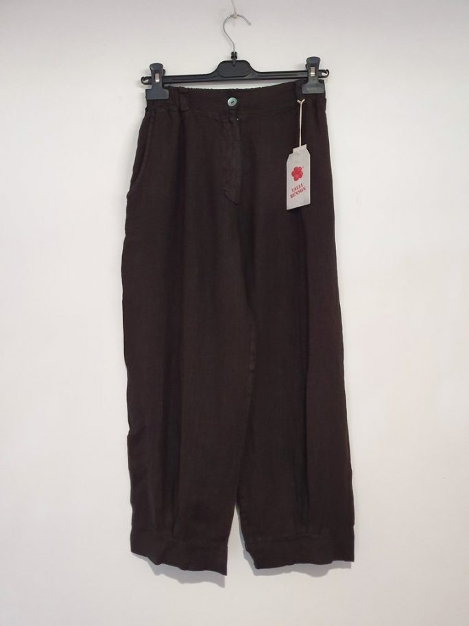 The Flora Italian linen pant is a great 7/8 length or ankle length perfect with sandals or thongs and to dress them up stilettos. pants-103-flora-02-black