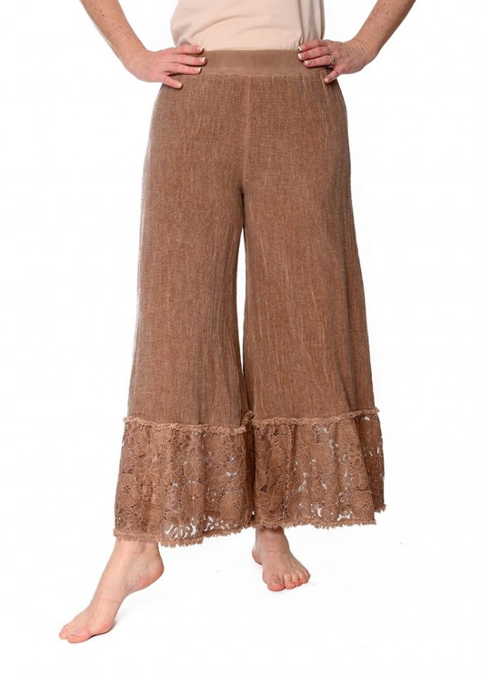 These PEONY BOHO ITALIAN LINEN PANTS are a must. pants-105-peony-03-rust