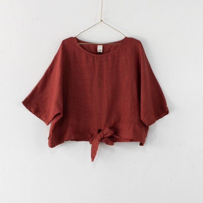 This stylish Italian linen boxy top features three-quarter sleeves with a front tie at the waist. top-104-adeline-03-rust