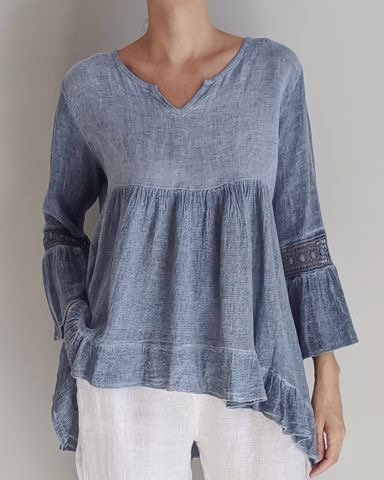 FEMININE & FLATTERING the ARABELLA Italian linen floaty top is perfect for every day with jeans or shorts and that special event with either straight leg or palazzo pants and heels or flats. top-106-arabella-02-stone-washed-blue
