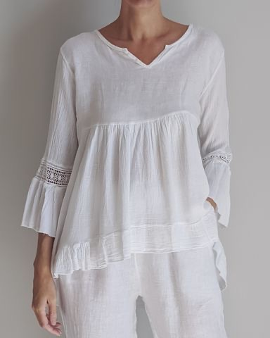 FEMININE & FLATTERING the ARABELLA Italian linen floaty top is perfect for every day with jeans or shorts and that special event with either straight leg or palazzo pants and heels or flats. top-106-arabella-03-white