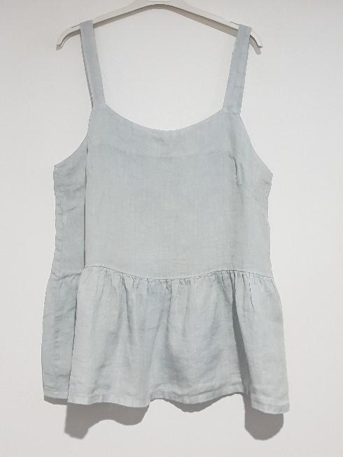 A strappy Italian linen top just perfect for the hottest of days. top-109-ivy-02-silver