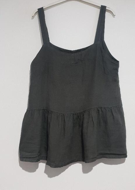 A strappy Italian linen top just perfect for the hottest of days. top-109-ivy-03-charcoal
