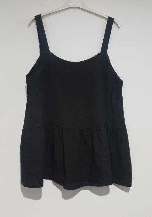A strappy Italian linen top just perfect for the hottest of days. top-109-ivy-05-navy