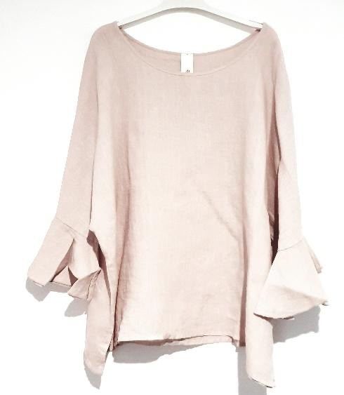 Our elegant Portia top in Italian linen fits most and takes you anywhere from lunch to a big birthday, from drinks to dinner and looks fantastic with jeans or shorts. top-110-portia-02-pink